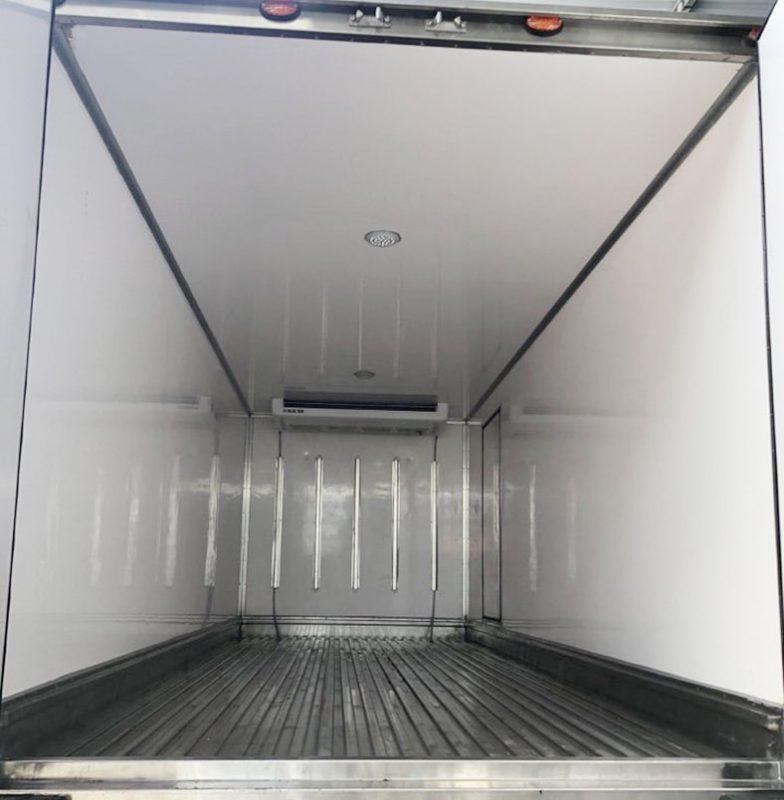 Lòng thùng trong xe tải đông lạnh ISUZU NQR