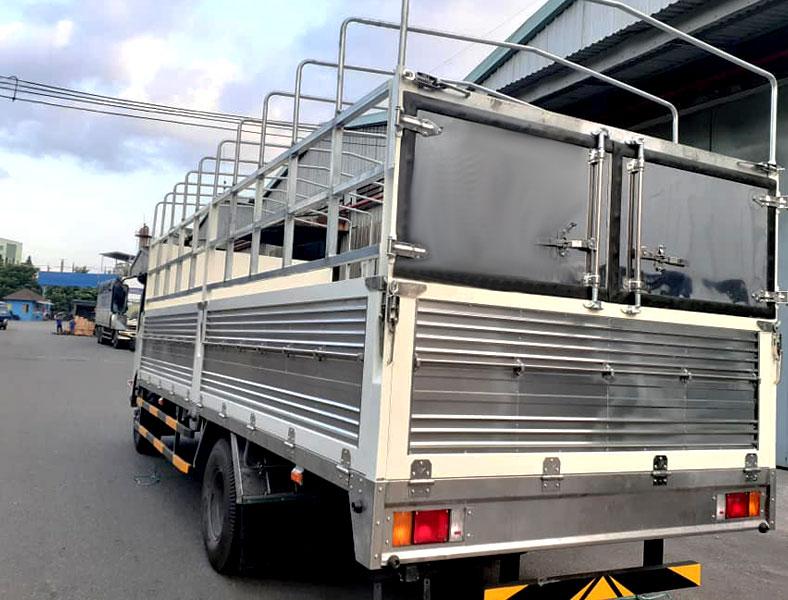 xe tải thùng mui bạt 5 tấn ISUZU NPR, sàn inox, kèo kẽm