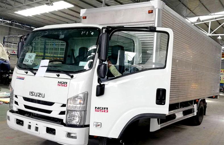 Thùng kín xe tải ISUZU NQR550, tải trọng 5.5 tấn