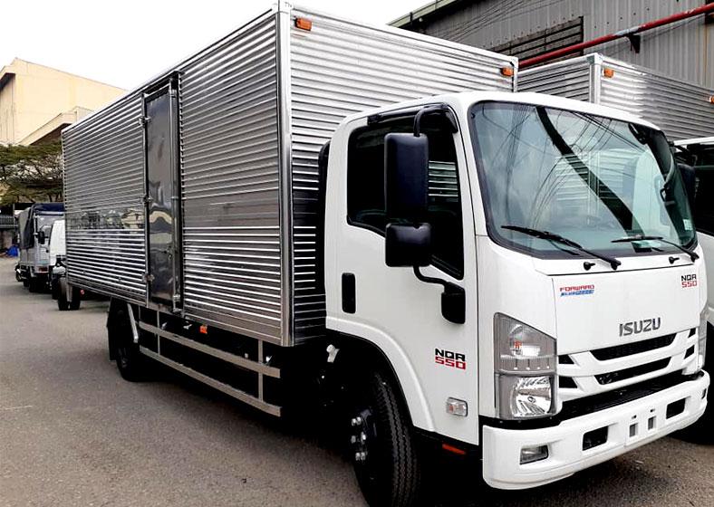 Xe tải thùng kín ISUZU 5 tấn, NQR 550, đẹp, đóng mới tại Xe Tải Sài Gòn