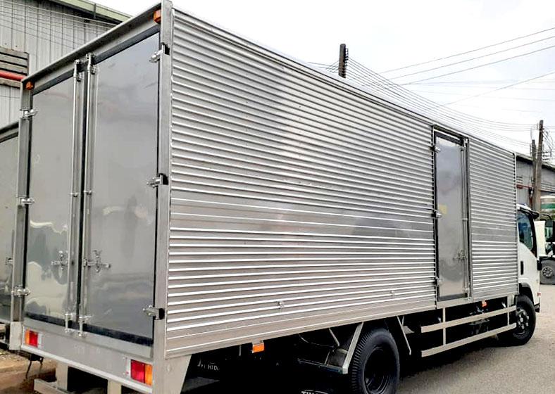 Xe tải ISUZU thùng kín đẹp, tải trọng 5 tấn, NPR