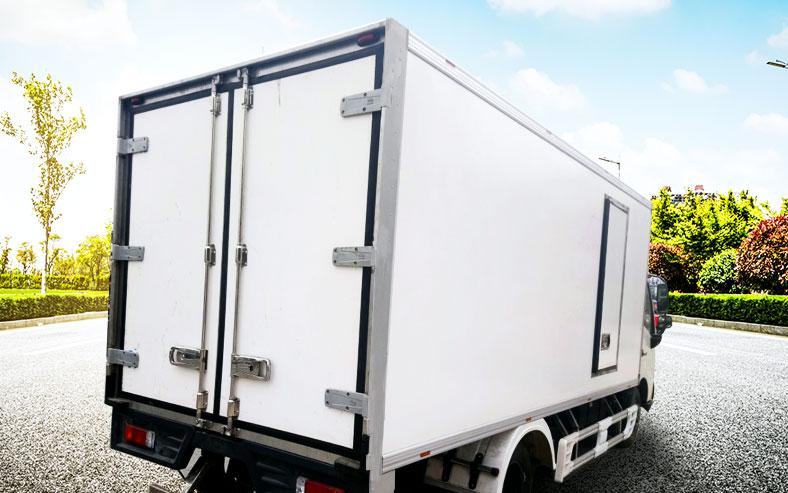 xe thùng đông lạnh HINO 3.5 tấn đẹp nhìn từ phía sau