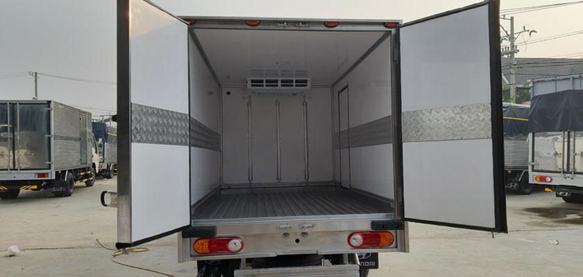 Lòng trong thùng xe đông lạnh 1 tấn