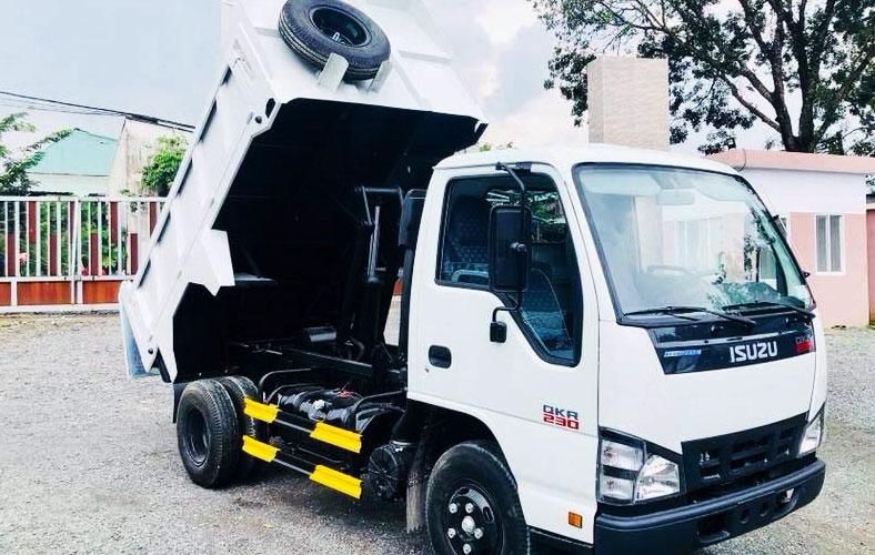 Xe tải ben ISUZU chở cát đá, vật liệu xây dựng trong thành phố 1.9 tấn