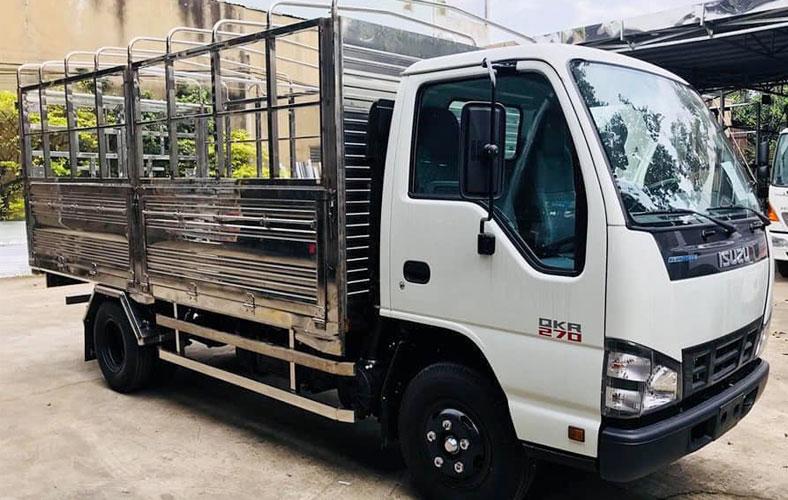 Xe tải ISUZU 2.4 Tấn QKR thùng mui bạt giá rẻ