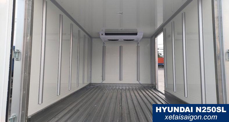 Mẫu thùng đông lạnh ốp inox chống va đập bên trong thùng xe đông lạnh 2t5