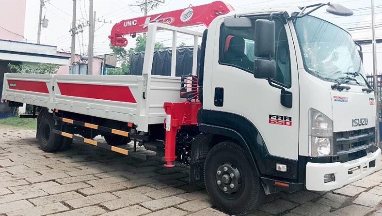 Xe tải gắn cẩu UNIC 6 tấn trên xe ISUZU FRR