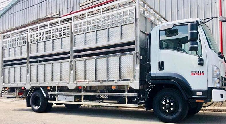 Xe chở gia súc gia cầm trên nền xe ISUZU Nhật Bản