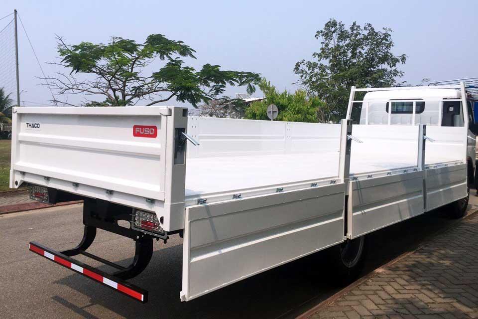Xe tải thùng lửng dài 6m9 FUSO FI thế hệ mới