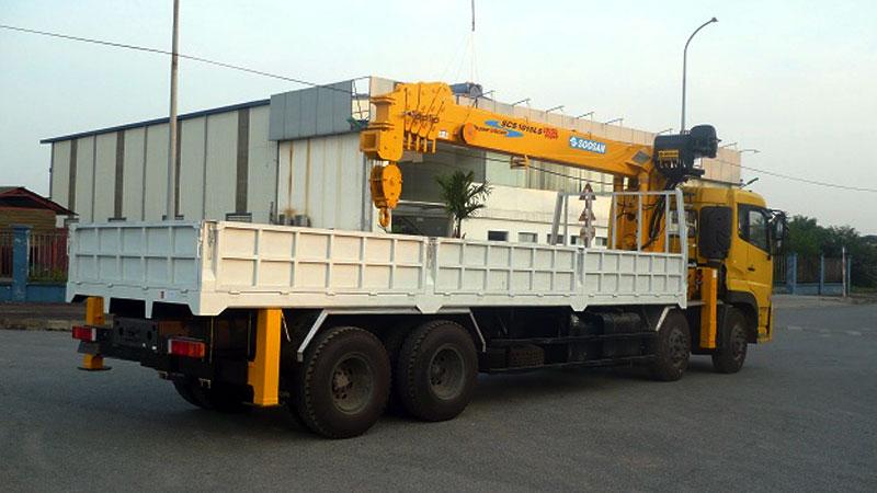 Xe tải gắn cẩu SOOSAN lớn