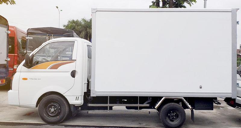 Xe thùng kín vách composite (bảo ôn)