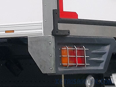 Ốp inox bảo vệ đèn sau xe