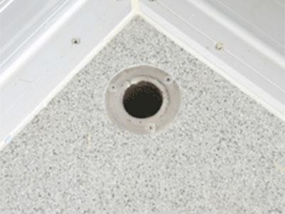 Lỗ thoát nước sàn trên thùng xe đông lạnh