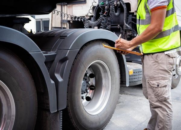 Kiểm tra khung và trục xe trước khi mua xe tải thùng cũ