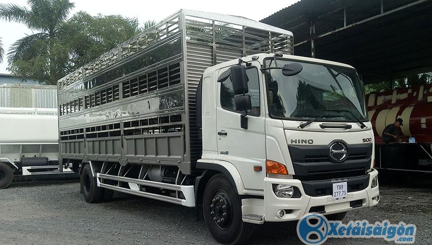 Xe tải Hino FG chở gia súc