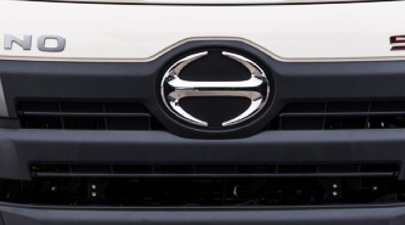 Logo nhận diện trước đầu xe Hino