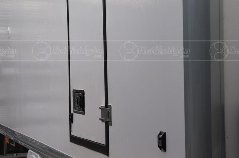 Cửa thùng đông lạnh 2 tấn Hyundai