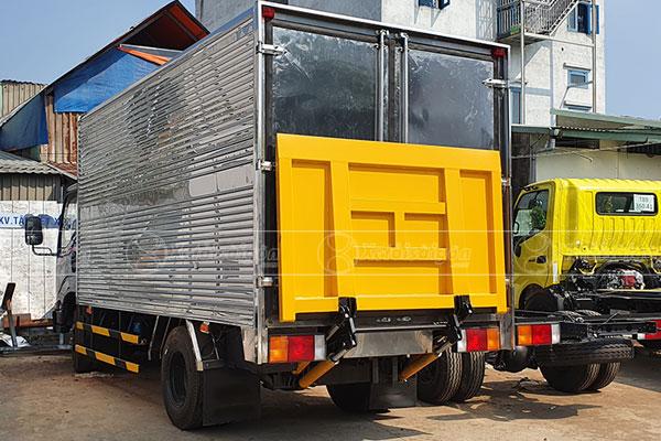 Xe tải thùng kín bửng nâng