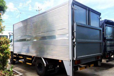 xe tải thùng bửng nâng, với cơ cấu âm vách