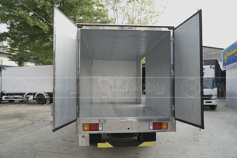 Bên trong thùng kín xe tải IZ49 Đô Thành