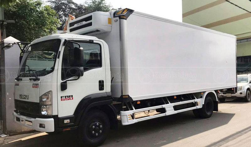 Xe tải thùng đông lạnh 6 tấn