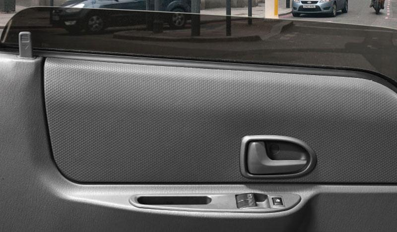 Xe tải IZ200 có kính chỉnh điện
