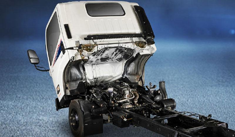 Xe IZ200 có cabin lật thuận lợi bảo dưỡng